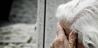 Mudanças no estilo de vida, aumento da dependência e problemas de saúde crônicos podem provocar ou se combinar à depressão. Foto: Eduardo Bovo / EBC / Creative Commons