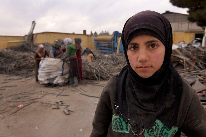 Ayesh, de 12 anos, fugiu da província de Idlib, na Síria, para a Turquia, e deixou de frequentar a escola. Foto: UNICEF/Shehzad Noorani