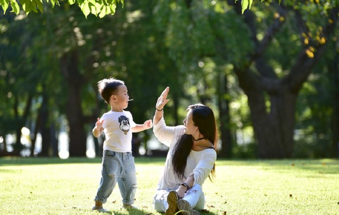 Resultado de imagem para Aplaudir as conquistas de uma criança é encorajá-la a crescer!