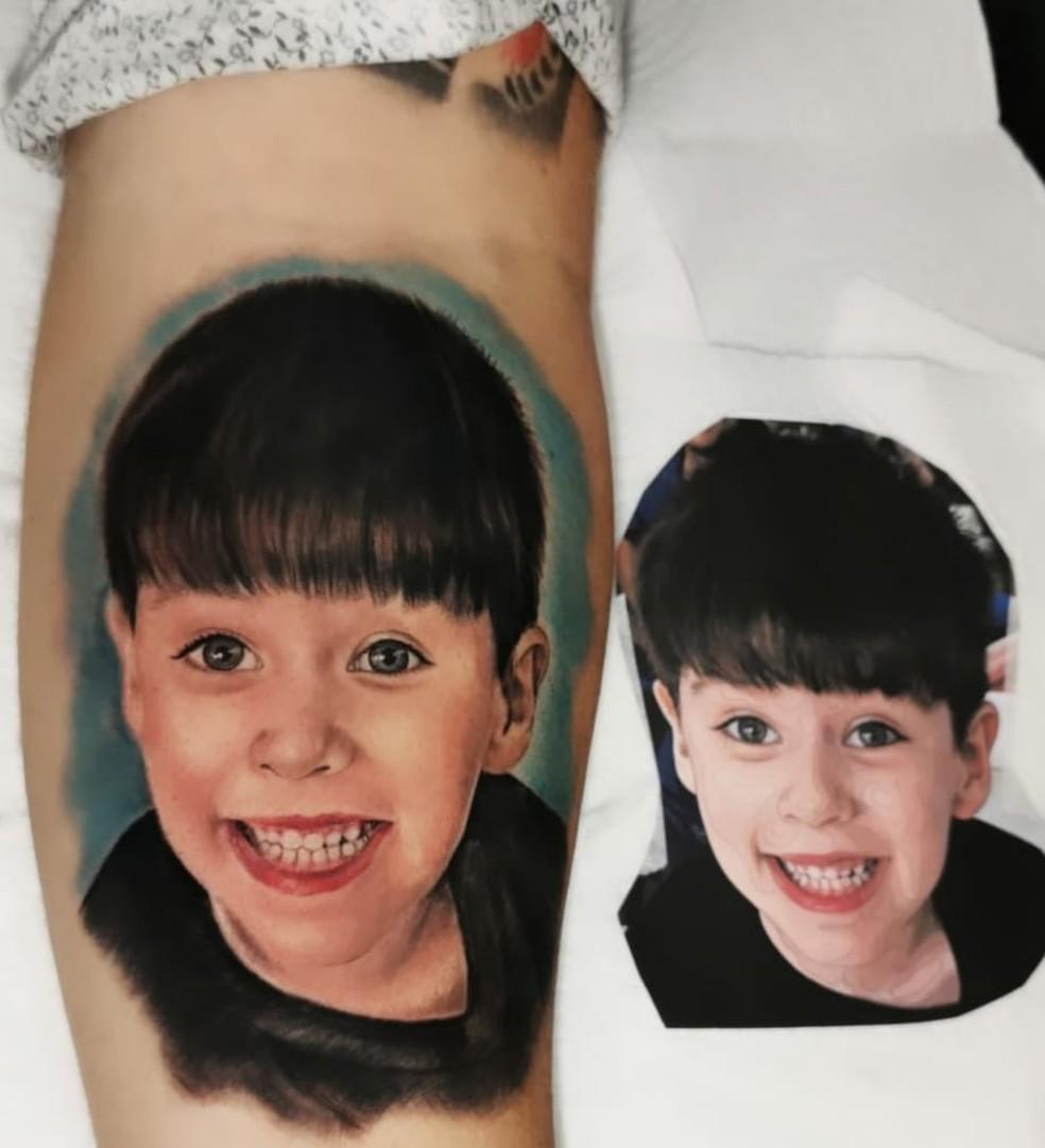Tatuagem do menino Henry no braço do pai, Leniel Borel — Foto: Reprodução/Gustavo Tatoo